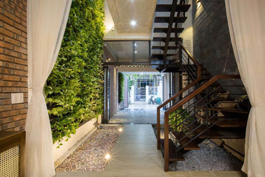Thiết kế nhà ống sâu 25m nhiều ánh sáng và cây xanh