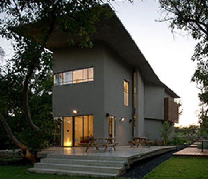 Thiết kế ngôi nhà giữa vườn bơ