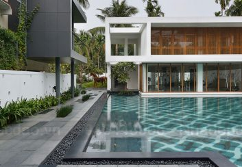 Thiết kế biệt thự phố với bể bơi ngoài trời hiện đại