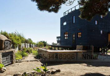 Thiết kế nhà nghỉ 2 tầng 1 mái ở Chile